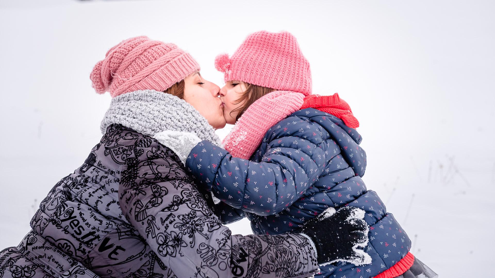 snow, mother daughter, child, pink hat, kiss, hug